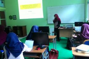Lulus S2 Fisika UGM, Siti Wirdah Mempresentasikan Hasil Risetnya di FST UIN Walisongo Semarang
